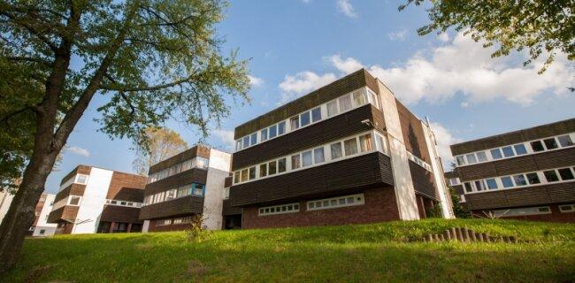 In seiner architektonischen Gestaltung unterschied sich das Pionierlager in Einsiedel durchaus vom DDR-Einheitsbild. Heute gehört die Einrichtung einem privaten Bildungsunternehmen, das mit dem Land über die Unterbringung von Asylbewerbern verhandelt.