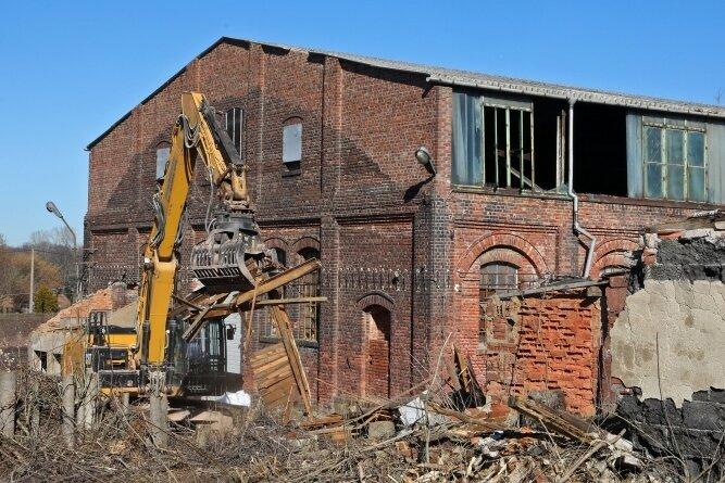 Noch vor wenigen Monaten standen auf dem alten Schachtgelände riesige Ruinen wie dieses ehemalige Kraftmaschinenhaus.