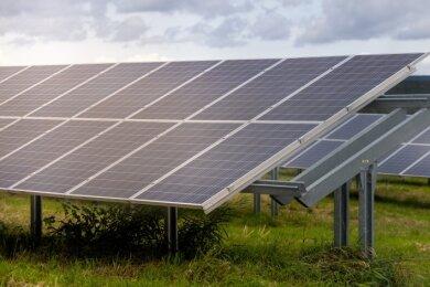 Ähnlich wie die Module im Solarpark in Scheibenberg würden auch die Anlagen in Sehmatal aussehen. Vorausgesetzt, das Projekt findet Zustimmung bei den Einwohnern der Gemeinde.