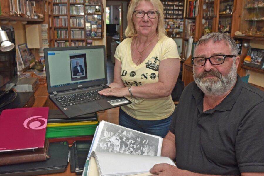 Der Auer Andreas Gröger hat mit Ehefrau Katrin die Vereinigung der Erzgebirger in Philadelphia besucht. Durch Postkarten ist er auf die Geschichte seiner Familienangehörigen in Amerika gestoßen.