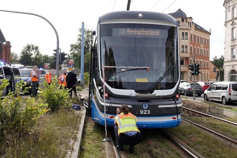 Tödlicher Unfall: Straßenbahn erfasst Radfahrerin