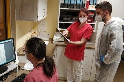 ... und übernehmen auch Reinigungsaufträge. So wird das Pflegepersonal entlastet.