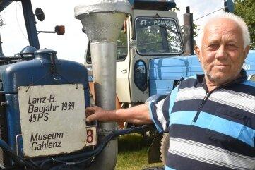 Neuauflage des Erntefestes im Dorfmuseum Gahlenz. Klaus Otto weckte mit einem Lanz Bulldog das Interesse der Besucher.