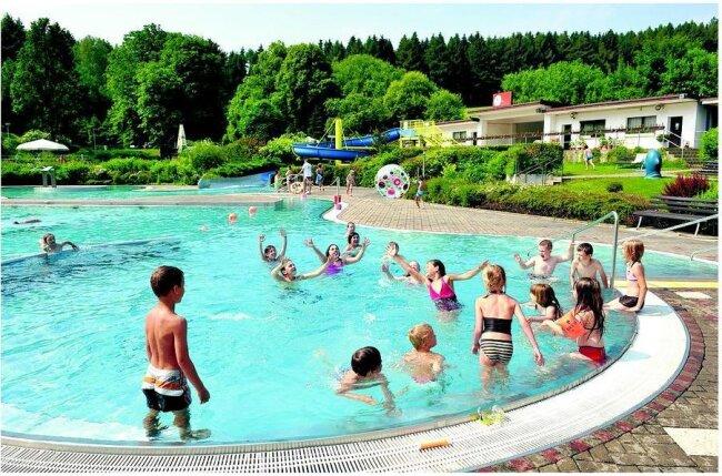 Das Gornsdorfer Bad ist bei sommerlichen Temperaturen eine Oase für große und kleine Wasserratten und auch bei einer Wanderung einen Besuch wert.