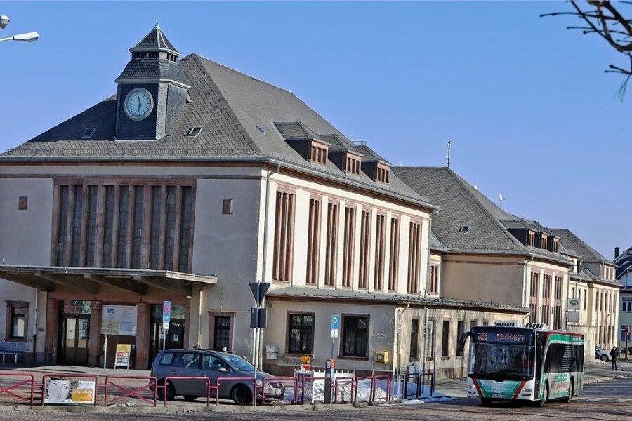 Laut Nahverkehrsplan soll die Bushaltestelle am Glauchauer Bahnhof näher an das Empfangsgebäude gerückt werden.
