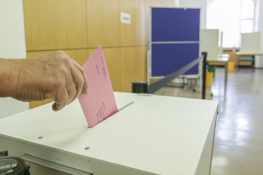So wie hier in einem Chemnitzer Wahllokal können auch die Wählerinnen und Wähler in Mittelsachsen schon vor der Bundestagswahl ihre Stimme per Briefwahl abgeben.