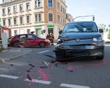 Beide Autos waren nicht mehr fahrtüchtig und mussten abgeschleppt werden.