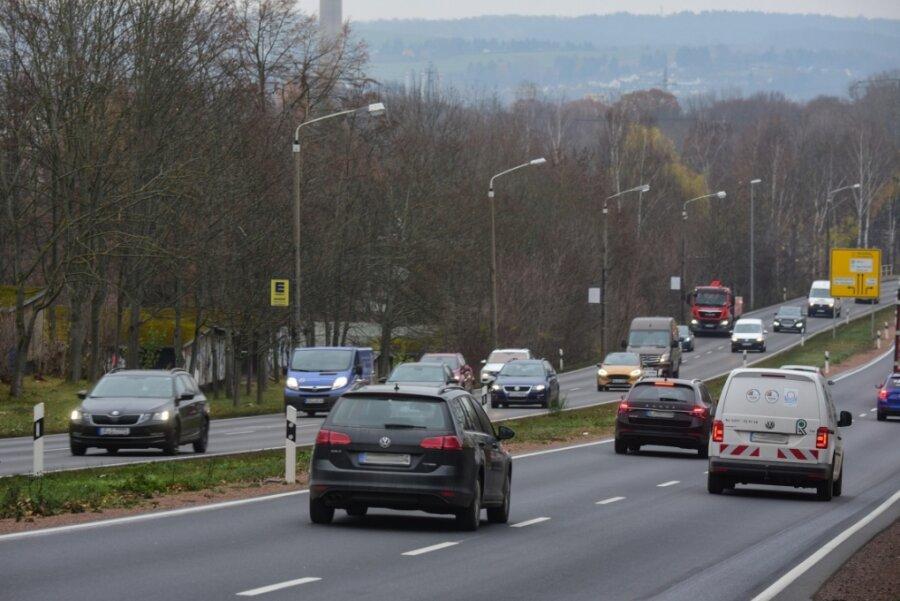 Zwischen Stollberger und Helbersdorfer Straße führt der Südring bergauf. Das bedeutet laute Motorengeräusche. Anwohner des angrenzenden Gebiets sind genervt vom Straßenlärm.