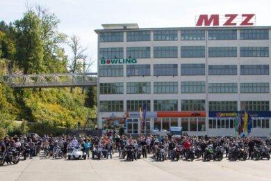 Sie sind eine verschworene Gemeinschaft. Der Ausfahrt, organisiert von den Hedgehogs, hatten sich am Sonntag Hunderte Moped- und Motorradfahrer angeschlossen.