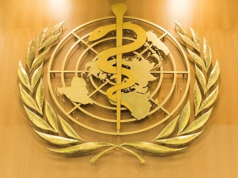 Das Logo der Weltgesundheitsorganisation (WHO) im europäischen Hauptquartier der Vereinten Nationen in Genf.