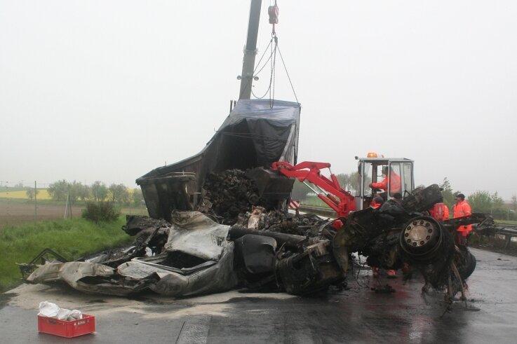 Unfälle auf der Autobahn gehören fast zum Alltagsgeschäft der Firma ASH Hübler. Doch der Unfall vom Mai 2010 auf der A14, bei dem fünf Menschen ums Leben kamen, bleibt den Mitarbeitern lange in Erinnerung.