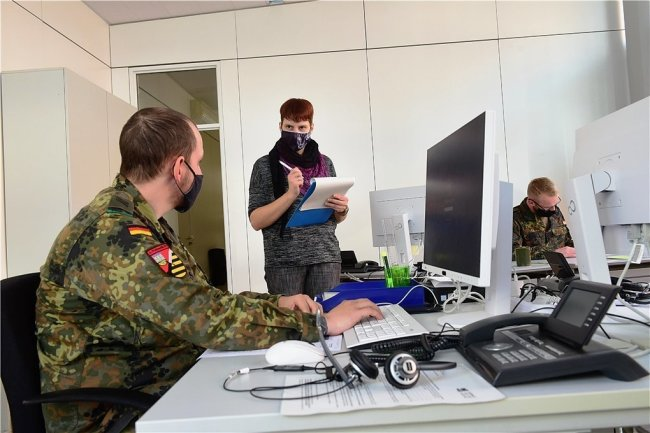 Bei der Nachverfolgung von Kontakten wird die Stadt mittlerweile von Bundeswehrsoldaten unterstützt.