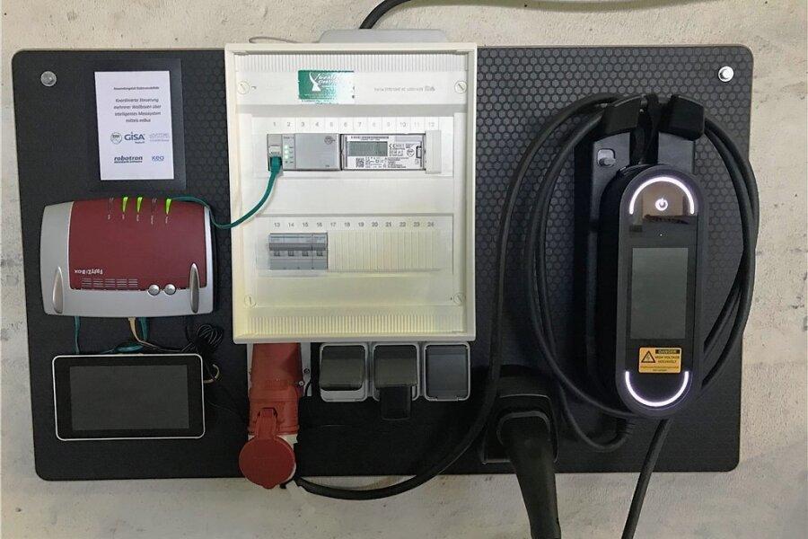 Sie sieht das Lademanagementsystem aus, das Blackouts beim zeitgleichen Laden vieler E-Autos verhindern kann.