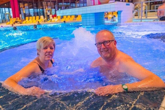 Schätzen das Abtauchen im Radonbad: Heike und Ralf Hanisch aus Wartenburg in Sachsen-Anhalt sind seit 2008 Stammgäste im Actinon. Drei- bis viermal im Jahr sind sie für jeweils eine Woche zu Gast.