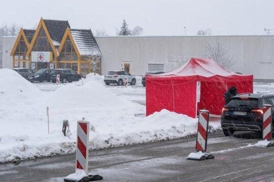 Das Impfzentrum in Eich steht in der Kritik, weil es per ÖPNV aus Teilen des Vogtlandes schwer zu erreichen ist.