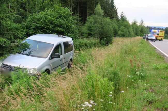 Der VW landete im Graben.