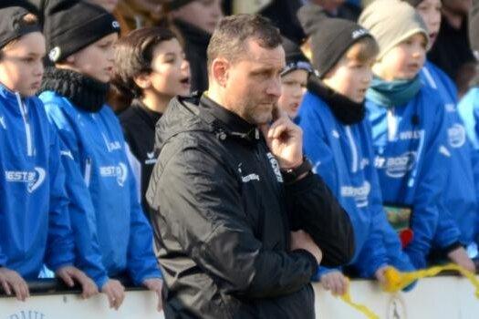 Ein nachdenklicher Michael Heimisch beim enttäuschenden Pokal-Halbfinale gegen Chemie Leipzig am 31. März.