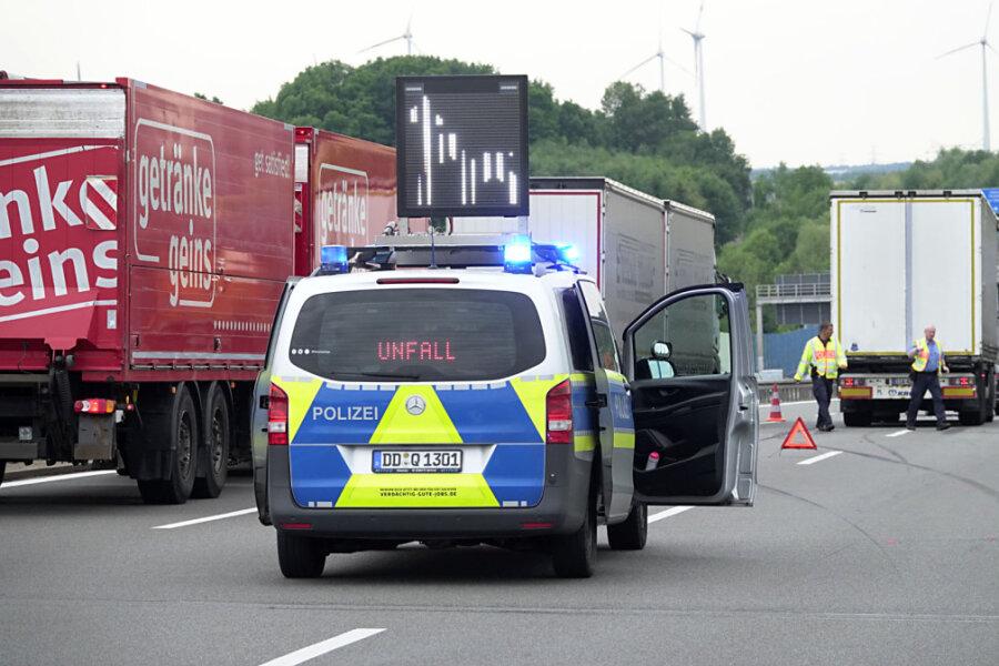 Autobahnunfall zwischen Pkw und Lkw: Behinderungen auf A 72