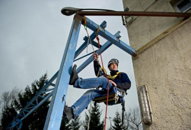 Hängt in den Seilen: Eric Kuhn, Geschäftsführer der Alpin Technik Leipzig.