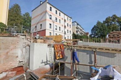 Bau der neuen Brücke Kirchstraße in Reinsdorf: Erste Fundamente stehen, nun wird weiter die Schalung angebracht.