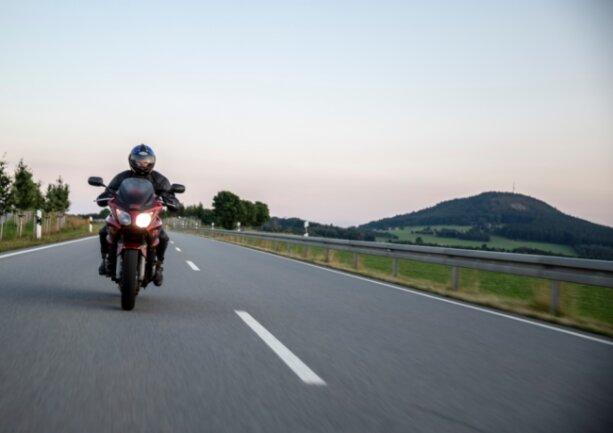 Mit dem Motorrad das Erzgebirge erkunden - das wollen Biker auch an den Wochenenden und an Feiertagen. Und viele in der Region möchten ihnen das auch weiterhin ermöglichen.