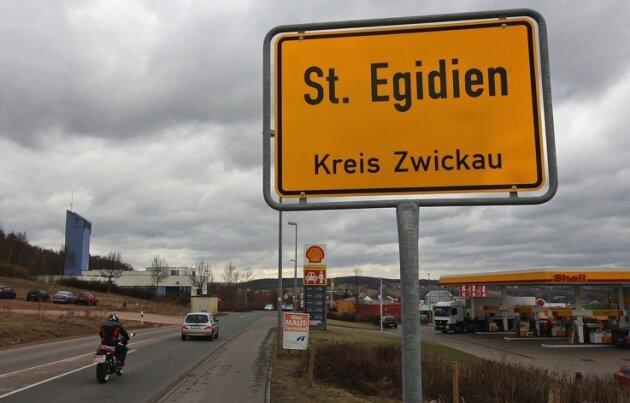 """Aus Richtung Lichtenstein kommend, werden Autofahrer neuerdings bereits am Eingang zum Gewerbegebiet """"Am Auersberg"""" in St. Egidien begrüßt. Damit will die Gemeinde ganz klar sagen: Das Gewerbegebiet befindet sich komplett auf St. Egidiener Flur."""