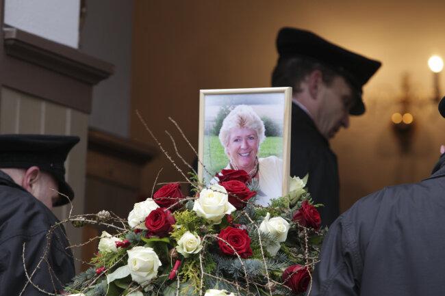 Mutter Von Stefanie Hertel In Oelsnitz Beigesetzt Freie Presse