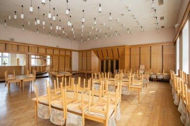 Die vielen kleinen Lampen im Saal sollen verschwinden.