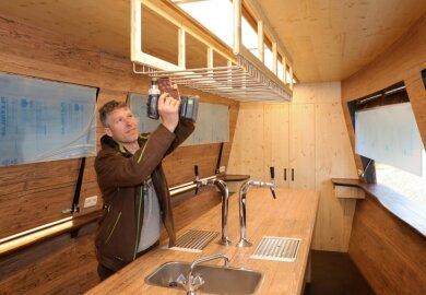 Thomas Weigel hat mit großer technischer Raffinesse jedes Detail im Inneren der Kogge installiert.