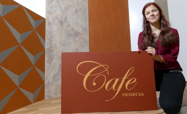 """Mit der malerischen Gestaltung des imaginären """"Cafe Venecia"""" sicherte sich Katja Wittig den Sieg beim Landesleistungswettbewerb der sächsischen Handwerksjugend im Berufsfeld Maler/Lackierer."""