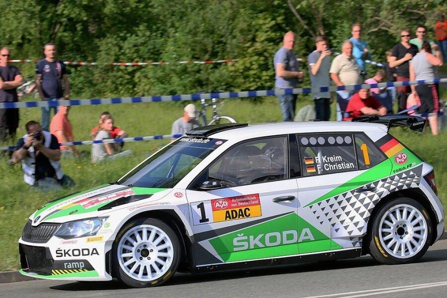 Der Deutsche Rallye-Meister Fabian Kreim im Skoda auf Zeitenjagd bei der Sachsenrallye 2019.