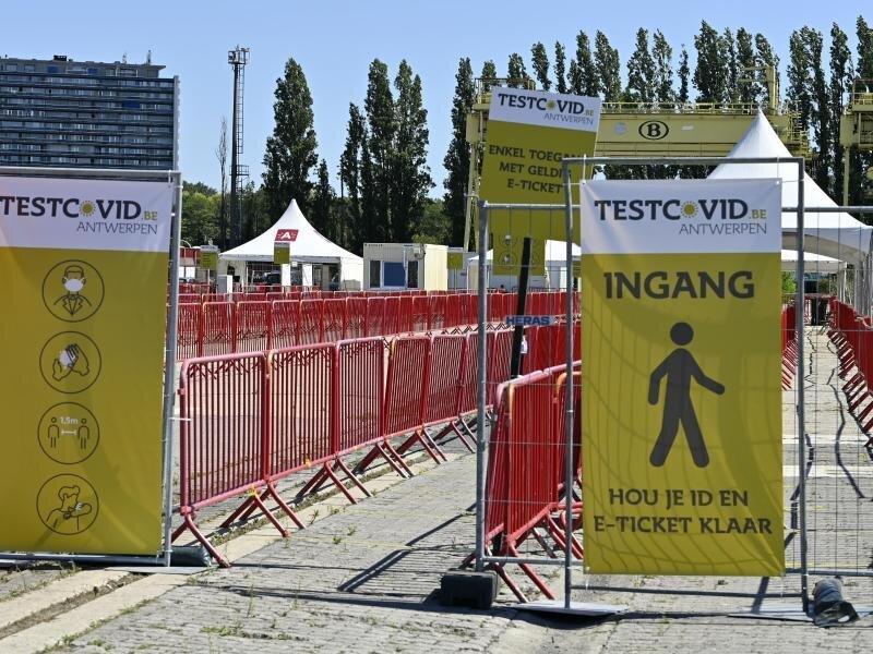 Corona-Testanlage an der Veranstaltungsstätte «Spoor Oost»: Insbesondere im Stadtzentrum von Antwerpen hat die Zahl der Corona-Infizierten wie in ganz Belgien zugenommen.