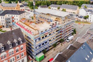 Insgesamt sieben Praxen entstehen in der neuen Poliklinik an der Albertstraße in Olbernhau. In den kommenden Monaten soll vor allem der Innenausbau weiter vorangetrieben werden.