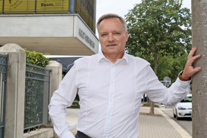 Andreas Gerold vor seinem Lieblingsplatz in Zwickau: Dem August-Horch-Museum.