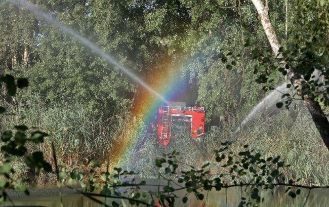 Einen kleinen Regenbogen über dem Ziegelteich in Hohenstein-Ernstthal konnten Passanten am Mittwochabend bestaunen.