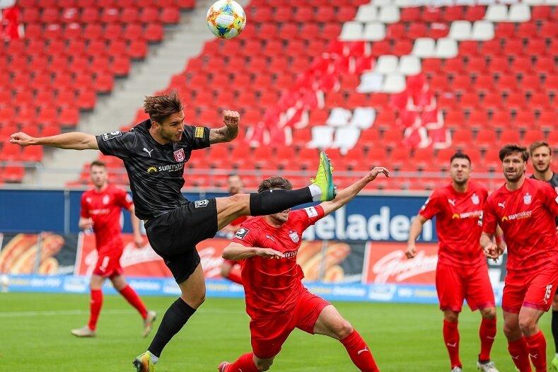 Felix Drinkuth (l.), hier am 30. Spieltag beim Gastspiel des Halleschen FC beim FSV Zwickau.