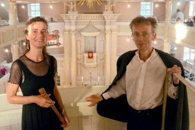 Mirjam und Wieland Meinhold in der Treuener Kirche.