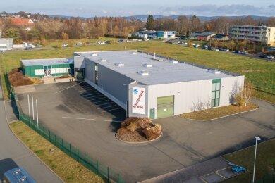 Im bisherigen Büscherhoff-Gebäude am Falkensteiner Falgard-Ring soll ab März die Produktion des Auerbacher Unternehmens Embro anlaufen. Gestartet wird mit sechs Mitarbeitern, Personal wird noch gesucht. Der Standort bietet Potenzial für Erweiterungen.