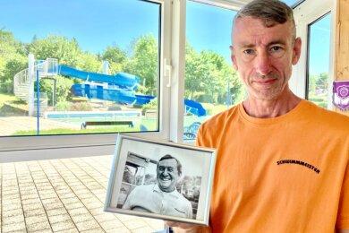 Jens Kurt Friedrich tritt in die Fußstapfen seines Opas Kurt Stiehler (auf dem Foto zu sehen), der in Bernsbach einst auch Schwimmmeister war.