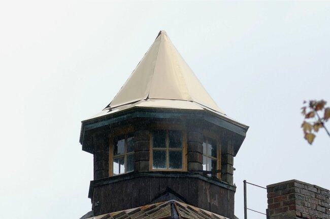 Das Türmchen der Rasmussen-Villa ist mit Schindeln aus goldplattiertem V4A-Stahl eingedeckt worden.