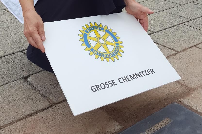 """Neue Gedenkplatten """"Große Chemnitzer"""" verlegt"""