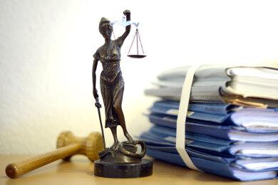 Für drei Jahre und zehn Monate wird eine 27-jährige Frau aus dem Landkreis weggesperrt. Das Urteil fiel ausgerechnet am ersten Geburtstag ihres zweiten Kindes.