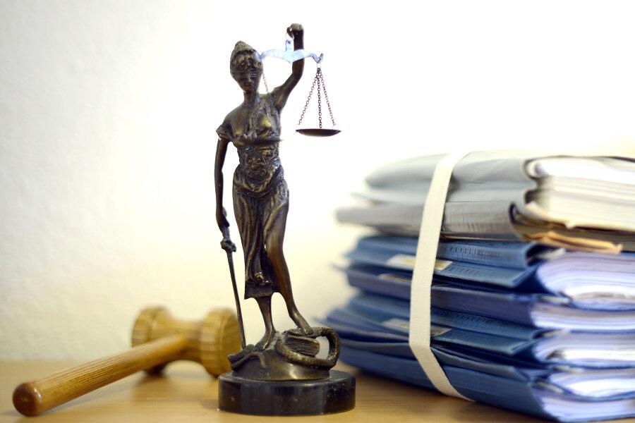Keine Gnade für Betrügerin: Junge Mutter muss ins Gefängnis