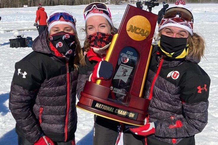 Sie haben erneut den Pokal geholt: Julia Richter (M.) mit ihren Teamkolleginnen Novie McCabe und Sydney Palmer-Leger aus Utah.