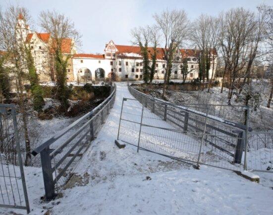 Aufwendig wieder hergestellt, aber trotzdem gesperrt - die Hirschgrundbrücke in Glauchau.