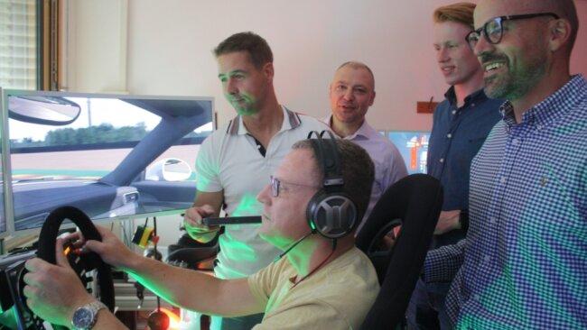 Jens Irmscher trat für das Team der Deutschen Bank an - hier mit Professor Matthias Vodel, Jörg Winkler, Moritz Trommler und Michael Erfurt (von links). Das Team siegte am Ende auch.
