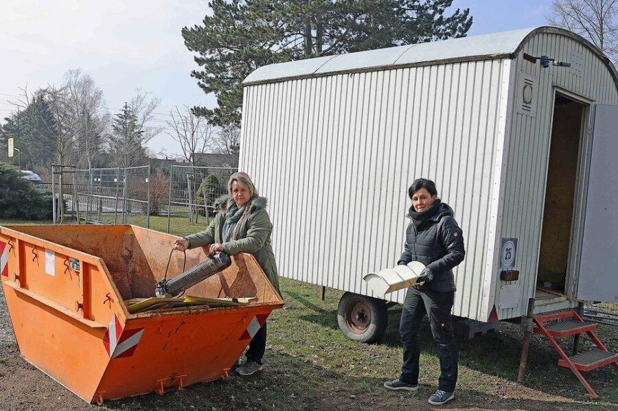 Bärbel Frühauf (rechts) und Andrea Falk, beide Lehrerinnen an der Schule.