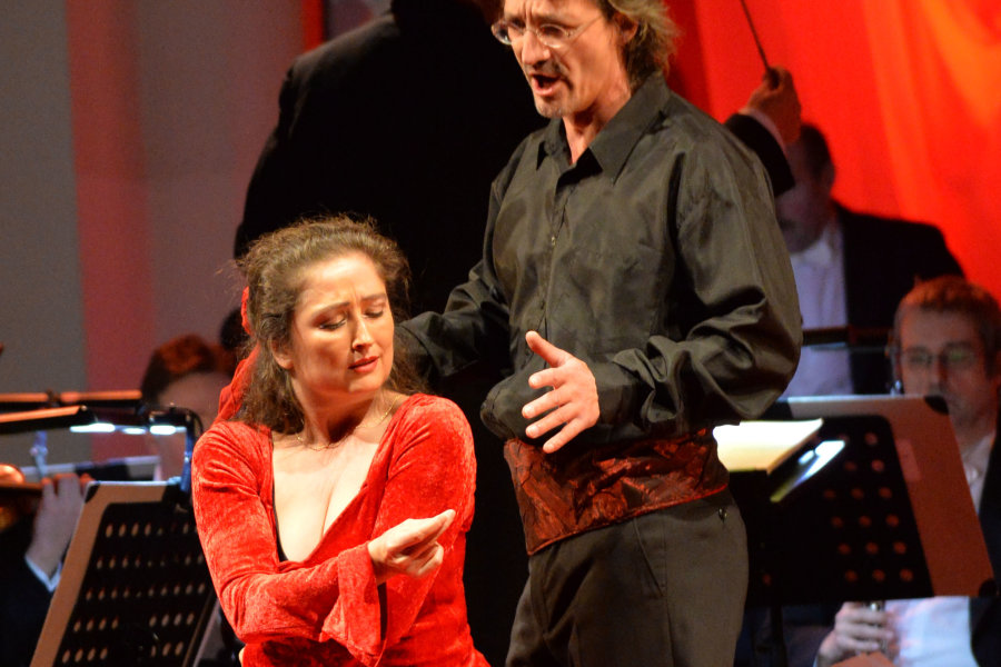 Vor 550 Besuchern traten Frank Unger und Sabine Jordan beim Bühnenball in Freiberg auf.