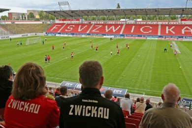 Der Fußball-Drittligist FSV Zwickau startet am Donnerstag mit dem Verkauf von Dauerkarten für die neue Saison, ausschließlich für die Tribünen A, B und C.
