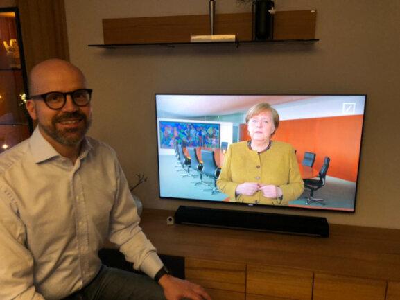 Michael Erfurt von der Deutschen Bank holte die Kanzlerin in Unternehmer-Wohnzimmer.